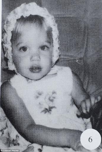 Inilah Tampilan Angelina Jolie Saat Masih Remaja