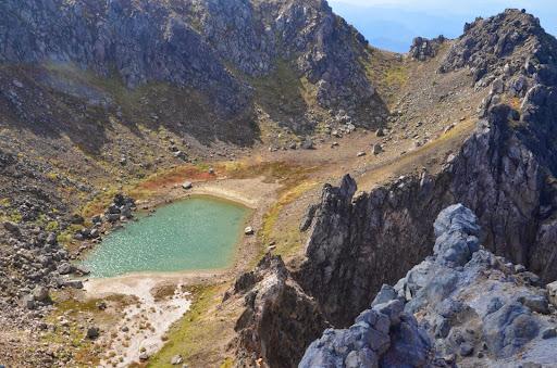 焼岳山頂の池