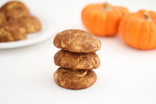 photo of a stack of three cookies