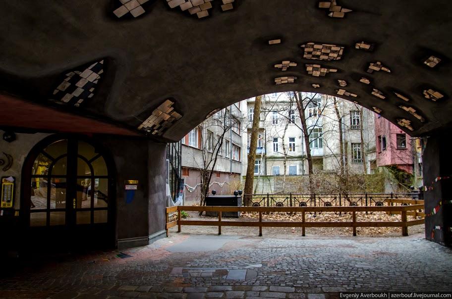 https://lh6.googleusercontent.com/-jFCh15KqN_8/USXkDXrv-VI/AAAAAAAANqM/aAFO30yIZv0/s912/Austria-Architecture-Hundertwasserhaus-011.JPG