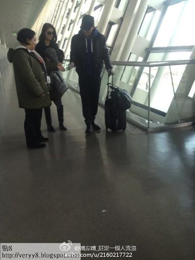 林峰與吳千語被發現在上海浦東機場出發往日本。