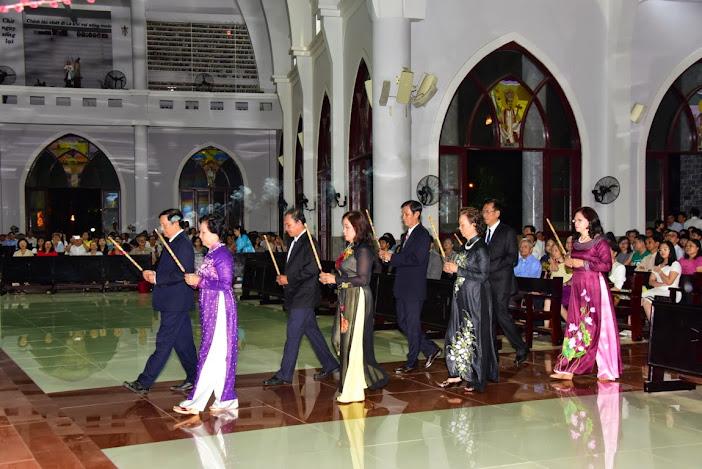 Gx. Đồng Tiến: Thánh Lễ đêm Giao Thừa (21g - Ngày 18/2/2014)