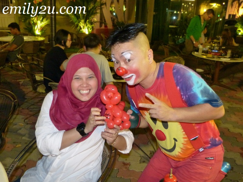 Au Young clown balloon sculpture Ipoh Malaysia