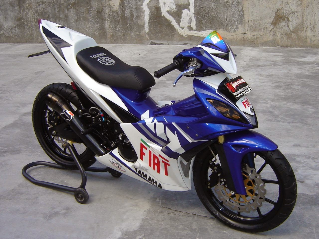 Supra X 125 Modifikasi Warna Hitam