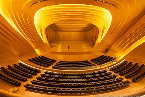 Невероятная архитектура культурного центра имени Гейдара Алиева от Захи Хадид