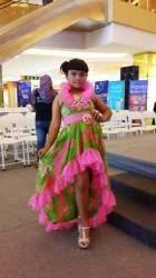 Rela Pulang Pergi Banjarmasin Demi Karier Model dan Nyanyi Anak