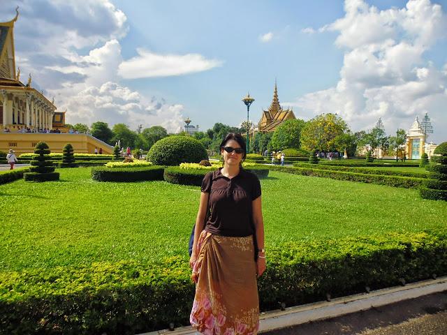 парк в королевском комплексе Камбоджи. Пномпень
