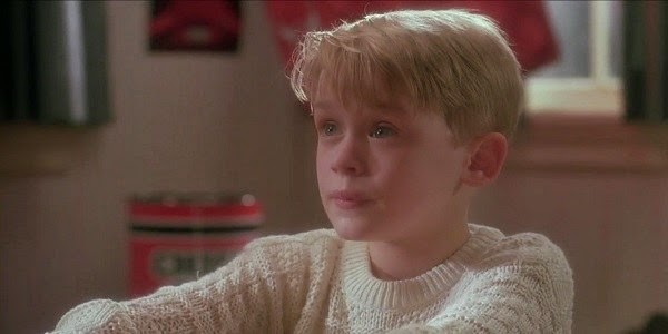 Screen Shot Of Hollywood Movie Home Alone (1990) In Hindi English Full Movie Free Download And Watch Online at Alldownloads4u.Com