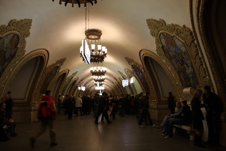 Visitar o METRO DE MOSCOVO e as suas mais belas estações, um palácio para o povo | Rússia