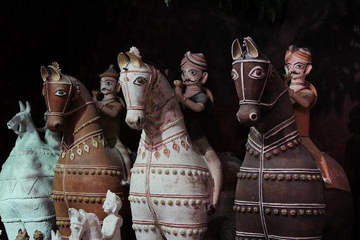 Auch diese Reiterfiguren stammen aus Asien