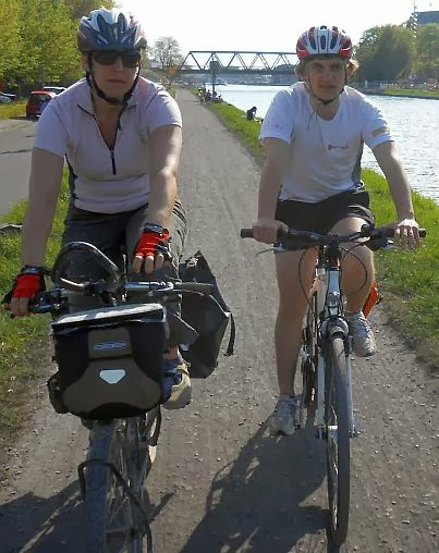Miri und Johannes on the Bike, Radweg am Dortmund-Ems-Kanal in Münster, Westfalen