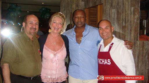 Último baile promovido por Iviana Romero da Zizzi Produções no Bar do Tom, com banda Pérolas e sorteio de um par de calçados da Amoratango.