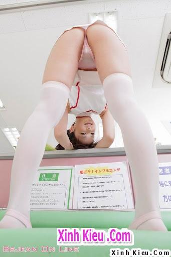 Chụp lén nữ y tá nóng bỏng tự sướng hớ hênh lộ bím