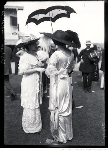 France, white dresses 1911