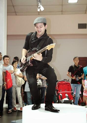 petik gitar