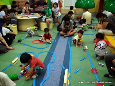 兒童房,滿滿電車玩具