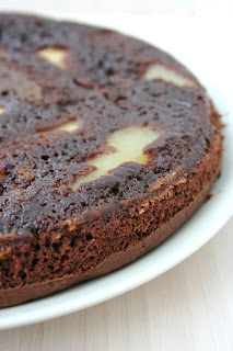 Czekoladowe ciasto z gruszkami upside-down