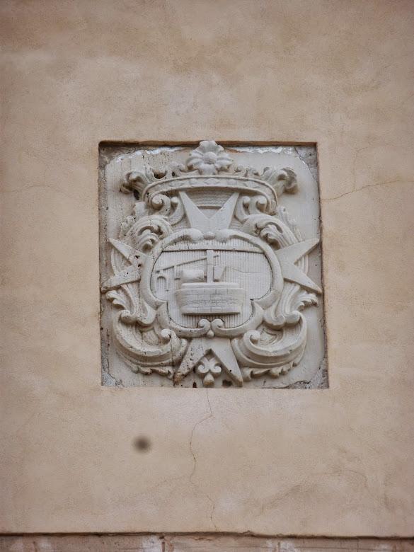 Escudo de la familia Truyols, sobre una cruz de Malta