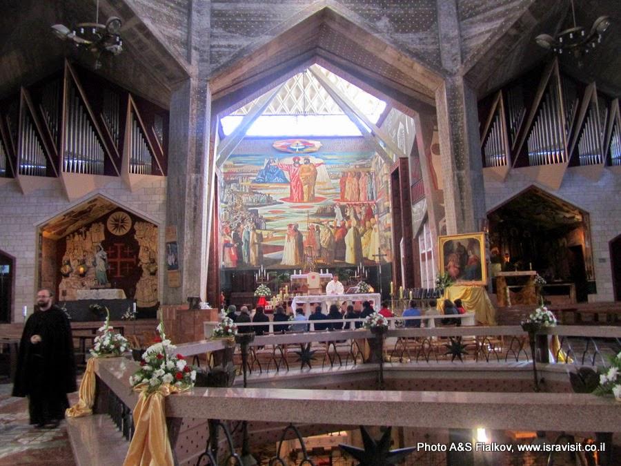 Базилика Благовещения, верхняя церковь, Назарет. Экскурсия Галилея христианская. Гид по Галилее Светлана Фиалкова.