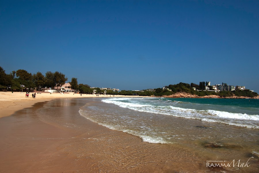 石澳泳灘的浪很大