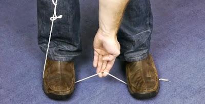 Como cortar corda numa emergência sem facas ou tesouras