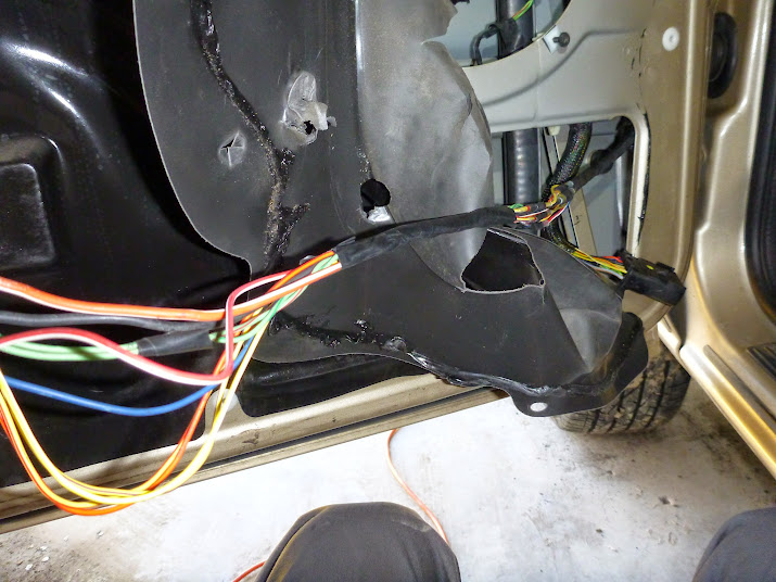 1999 2004 wj driver door boot wiring fix diy jeepforum com rh jeepforum com Door Wiring Gasket 02 Sedona Door Wiring Harness
