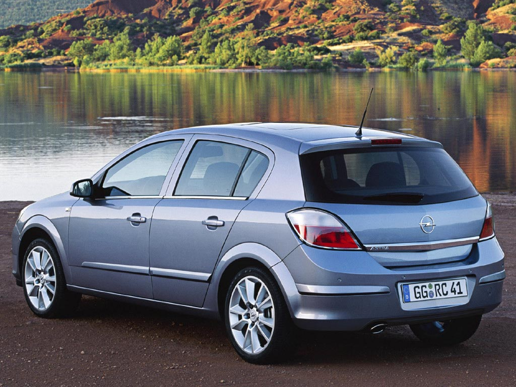 Dance cars compactos con carrocer as distintas xiii opel astra h - Opel astra 5 puertas ...