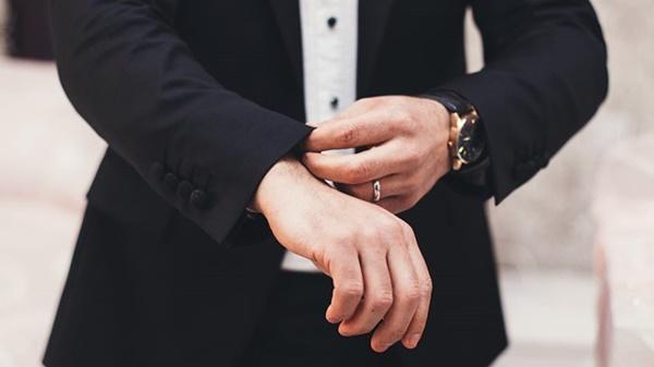 Đàn ông có bàn tay to luôn biết giải quyết mọi vấn đề từ đôi tay của mình