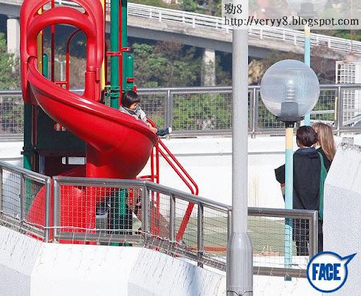 11/2共聚天倫 <br><br>囡囡 Kayla兩歲多,見到滑梯馬上衝過去玩,連媽咪都唔理。