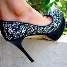 Scarpin meia pata preto com pedrinhas coloridas