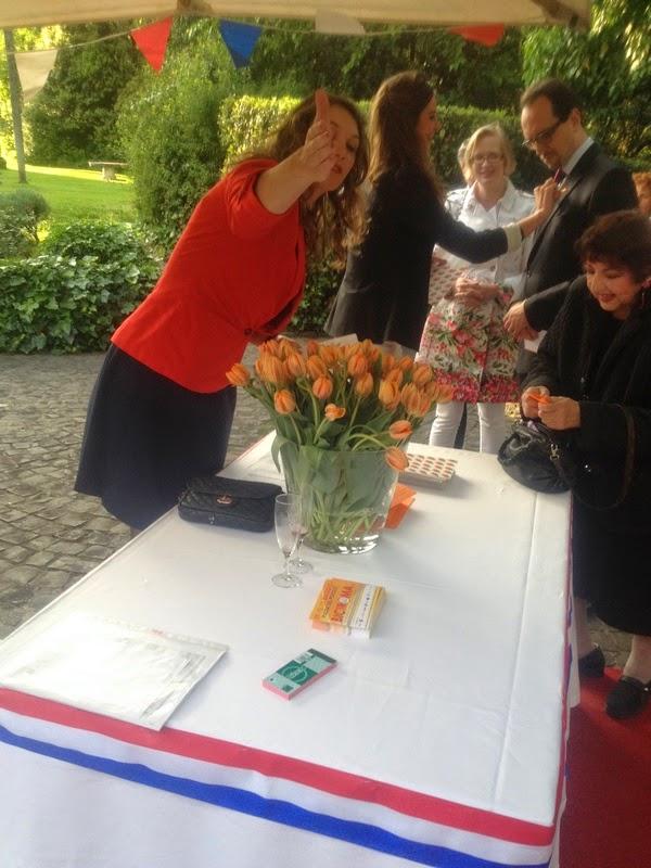 Controlli all'ingresso e spilla del tulipano