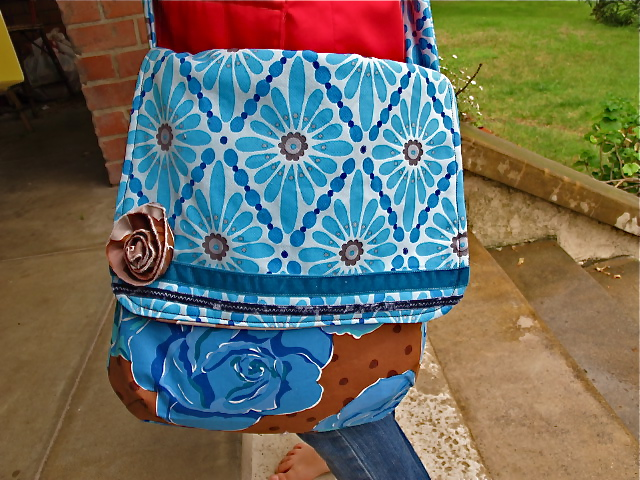 Sewing tutorial : The Diana Messenger Bag by Burdastyle