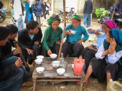 dac san ruou ngo o ha giang1 Thưởng thức đặc sản rượu ngô ở Hà Giang.
