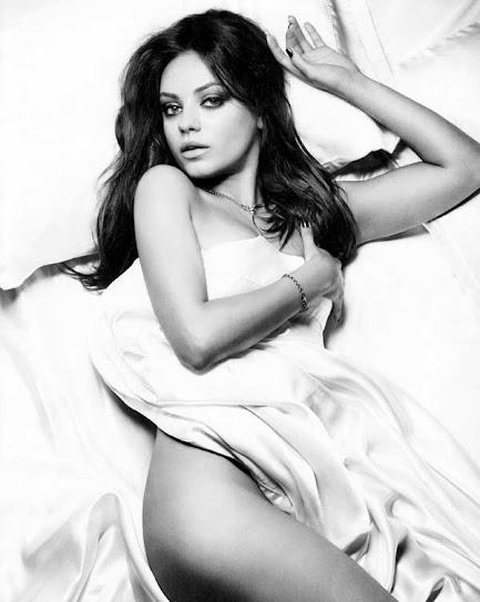 Mila Kunis, en la cama