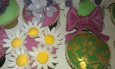 Cake Decorating Class Cardiff : Cupcake Decorating Class - The Happy Cupcake Kitchen Cardiff