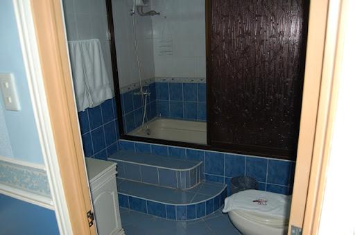 9Five0コンドテル - トイレとバスタブ