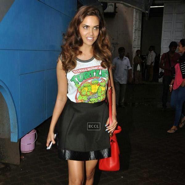Esha Gupta snapped at Mehboob Studios, in Mumbai on July 24, 2014.(Pic: Viral Bhayani)