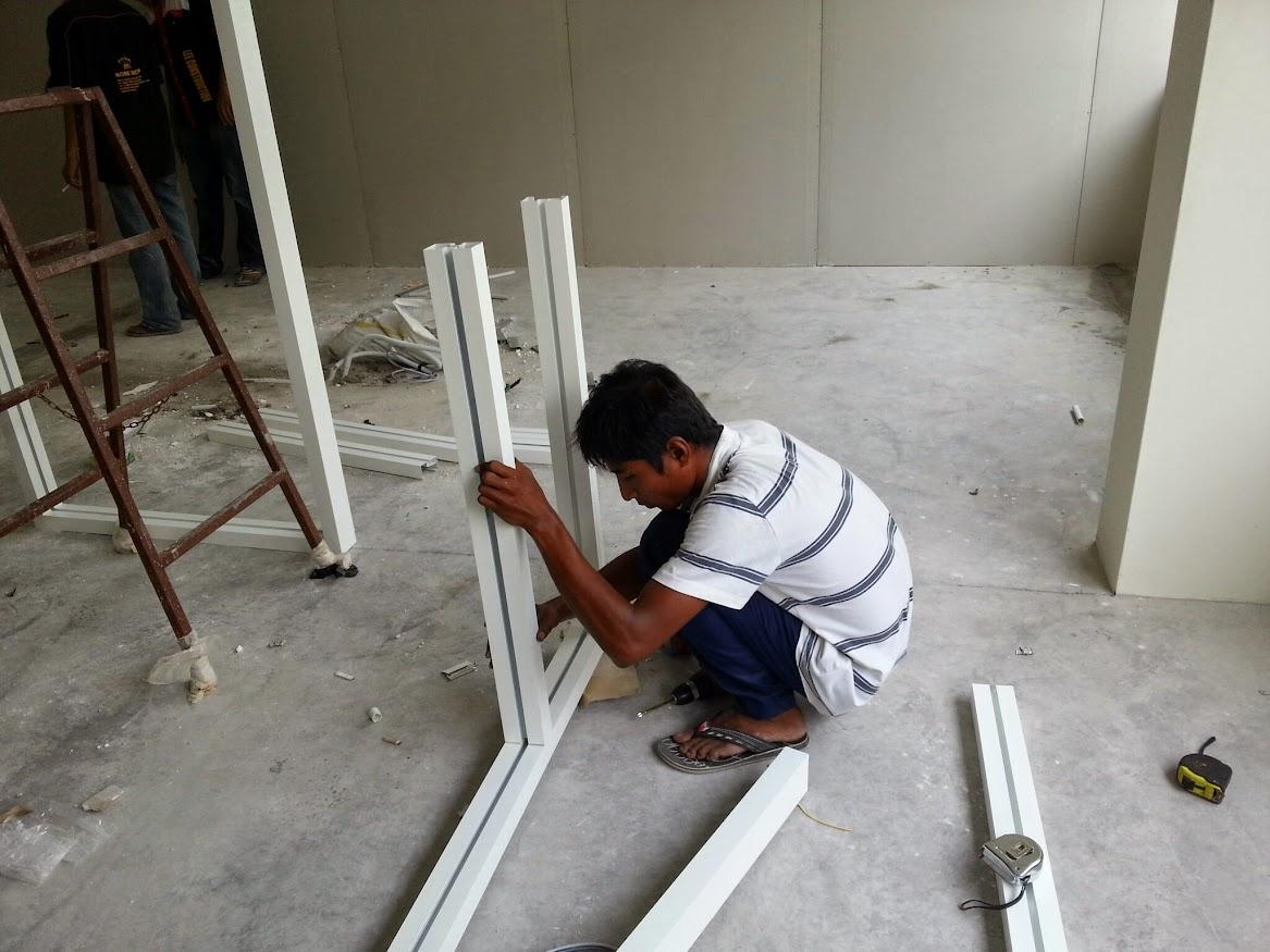 installing aluminium glass partition