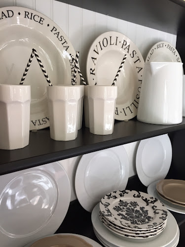 Black and white dishes- the style sisters