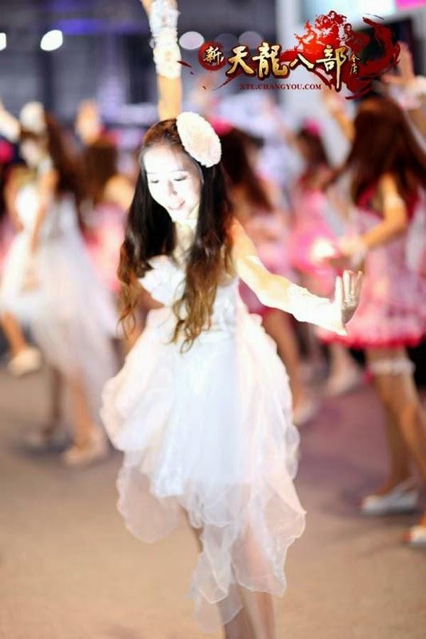 Ngắm showgirl tại gian hàng Tân Thiên Long Bát Bộ 7