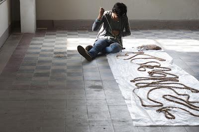 Serena Fineschi preparing her work for the FuoriCampo gallery