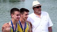 Championnat de zone NO - Bateaux longs 2013 HC2-FInale A Aubin WOEHREL & Norman THERRIBOUT Médaille d'or avec C. Vandenberghe (Photo Gérard WOEHREL)