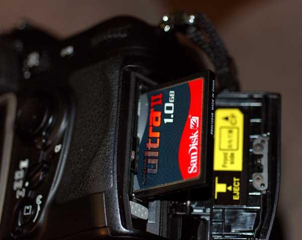 ... internal memory ataupun external memory yang menggunakan memory card