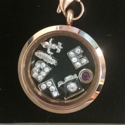 venus-with-love-locket