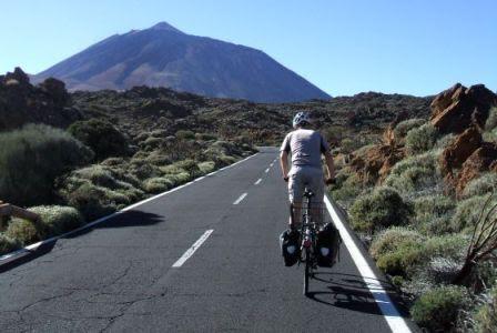 Chris on the Bike beim Anstieg zum Teide