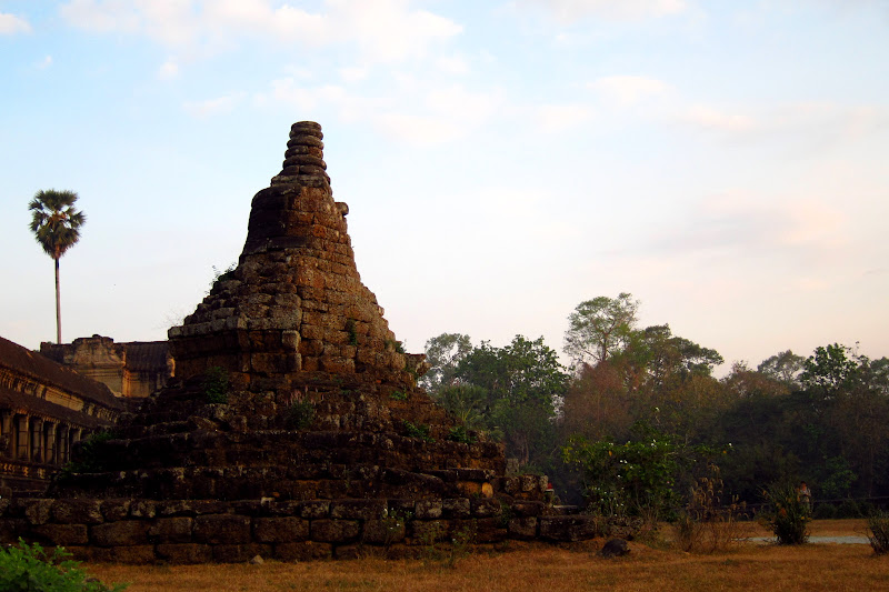 Chedi along the east wall of Angkor