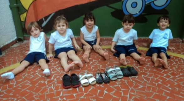 Aula de Vida Prática: tirar e colocar o tênis – Maternal 2 (Tia Bianca Mateus) – Unidade II – 2014