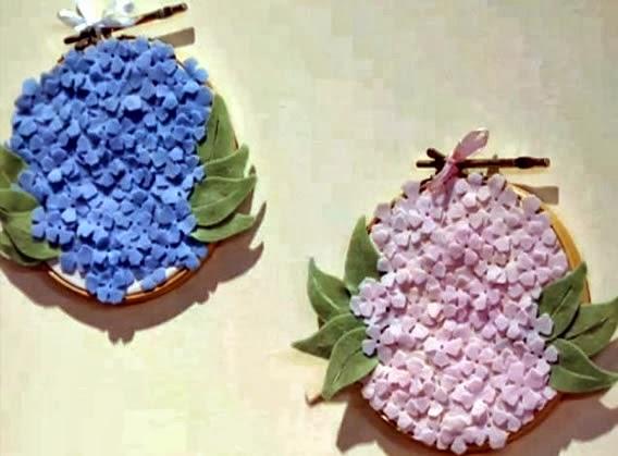 quadrinho bastidor com flores de feltro