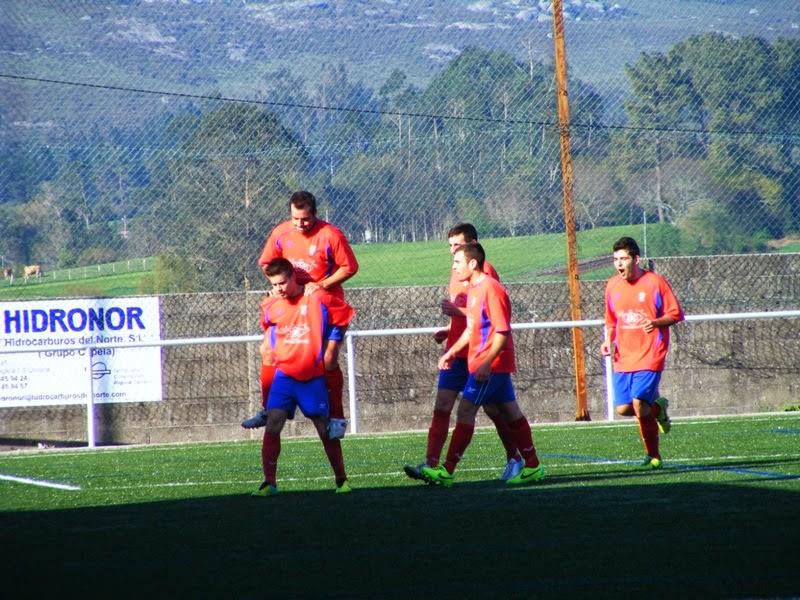 Os Modestos celebrando o gol fronte O Capela (13/04/2014)