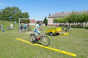 Fahrradtraining an der Tantower Schule (Bild © www.schuletantow.de) Zur Diashow auf das Bild klicken.